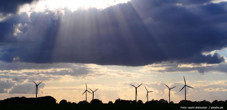 Windräder in der Abendsonne - Erneuerbare Energien